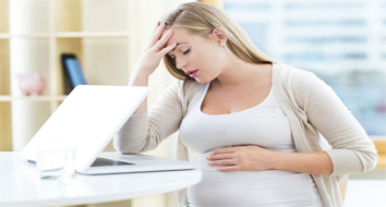É normal ter dor de cabeça durante a gravidez?
