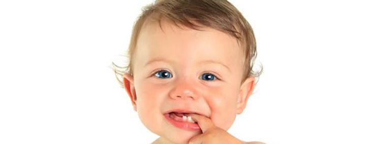 Dicas para aliviar as dores dos primeiros dentinhos do bebe